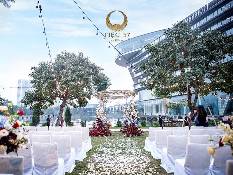 Tiệc cưới gần gũi với thiên nhiên