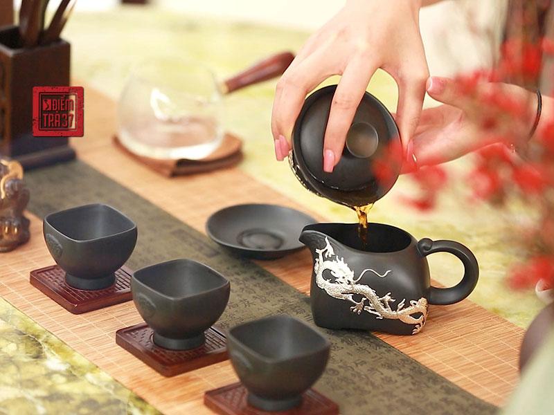 Các loại trà thượng hạng được dùng trong tiệc trà truyền thống