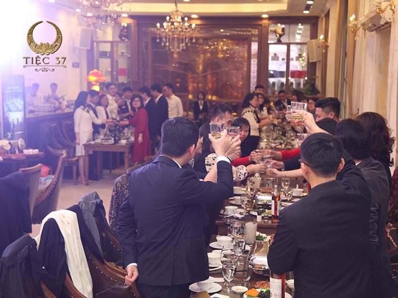 Tổ chức tiệc cuối năm cho công ty tại nhà hàng với không gian sang trọng
