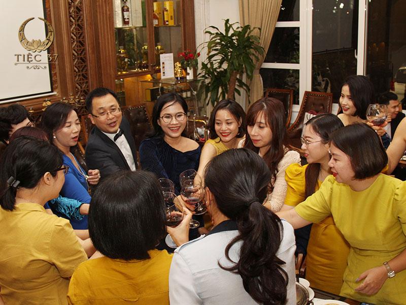 Tổ chức tiệc tất niên cho công ty gắn kết tinh thần tập thể