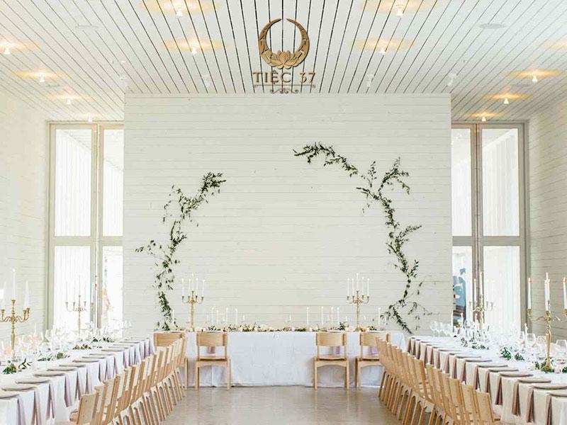 Xu hướng trang trí tiệc cưới tối giản – Minimalist trong không gian tại gia ấm cúng