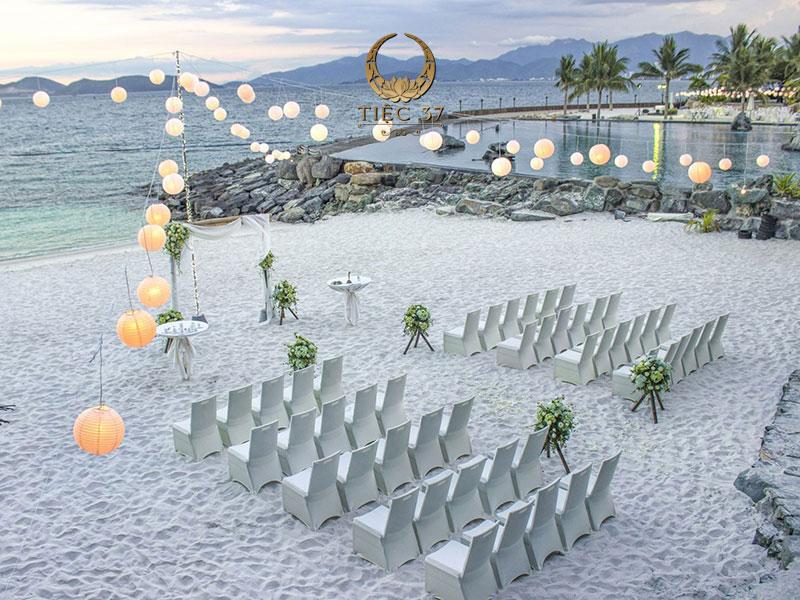 Tổ chức tiệc ngoài trời - Bãi biển
