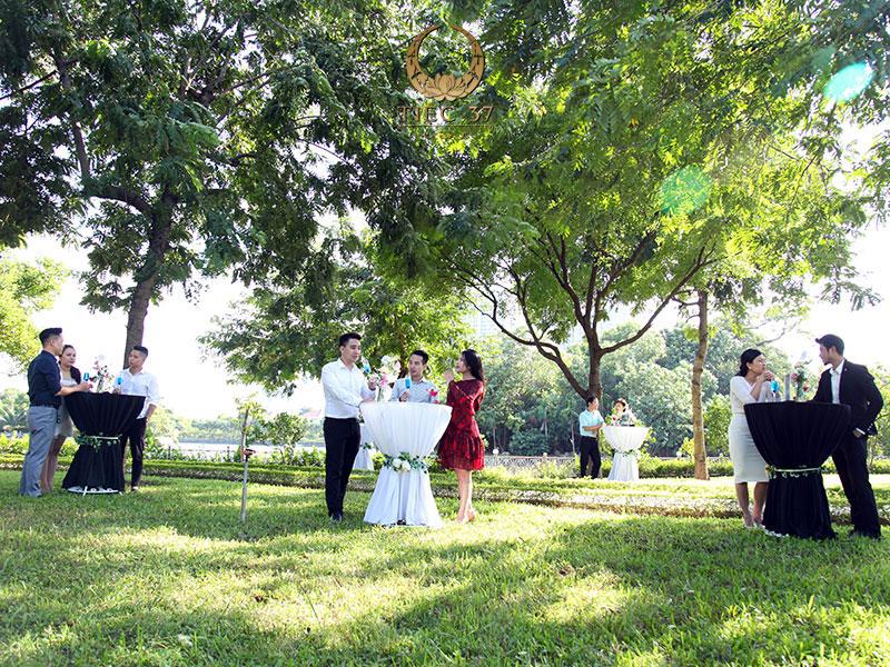 Tổ chức tiệc ngoài trời - Sân vườn