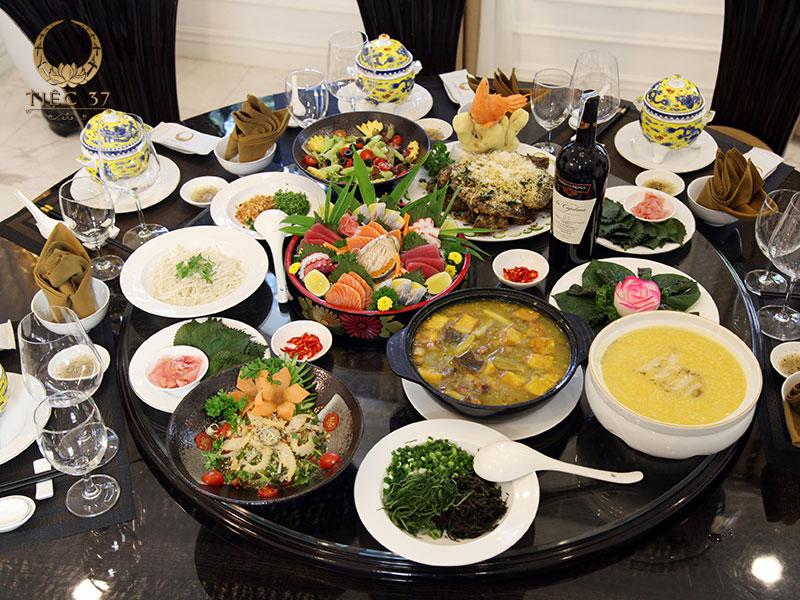 Set menu là hình thức phục vụ các bữa ăn trong hệ thống nhà hàng theo thực đơn cố định, có sự giới hạn về số lượng món ăn