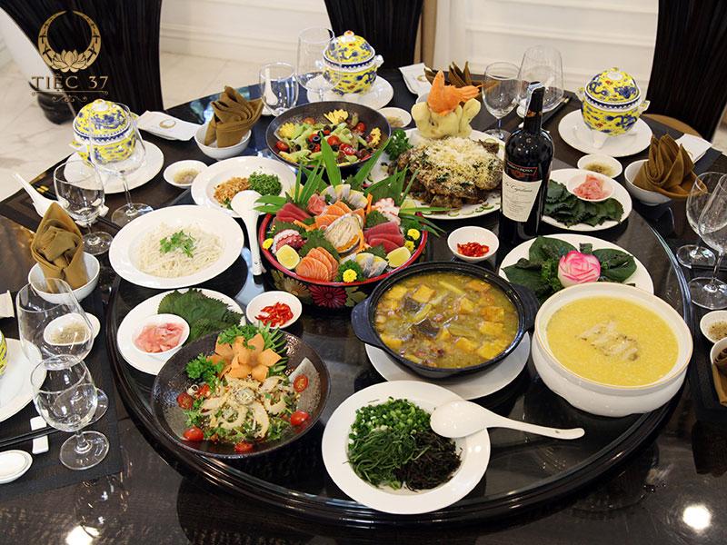 Sự đa dạng, phong phú của thực đơn cũng như hương vị của món ăn chính là điểm thu hút của bữa tiệc 20/11