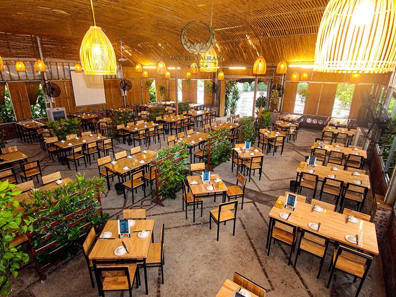 Không gian tổ chức tiệc thoáng đãng và rộng rãi tại nhà hàng Xanh Drinks
