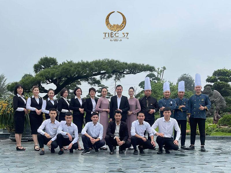 Đội ngũ nhân viên giàu kinh nghiệm và chuyên nghiệp tại Tiệc 37