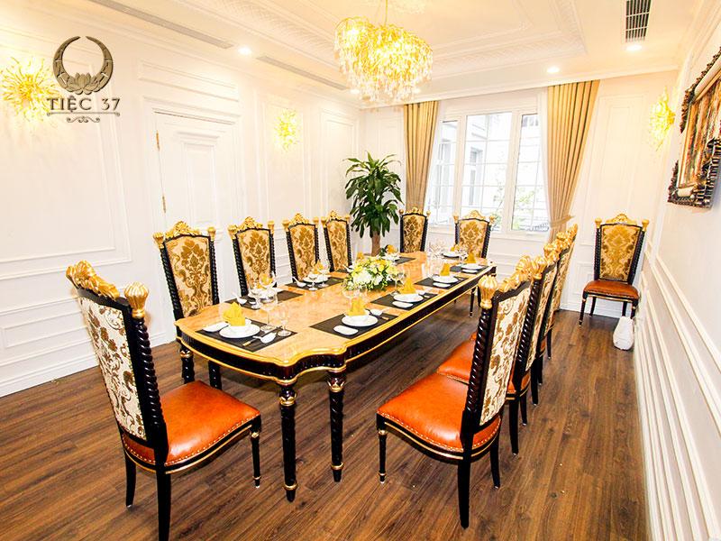 Phòng VIP sang trọng với lối kiến trúc tân cổ điển tại nhà hàng 37A Hùng Vương