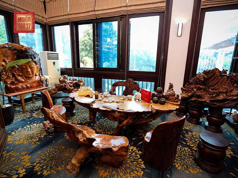 Bàn trà trong không gian nhà hàng NCC