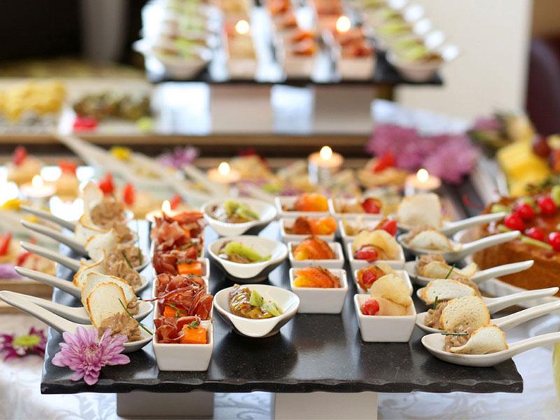 Vì sao nên lựa chọn tổ chức tiệc Finger Food?