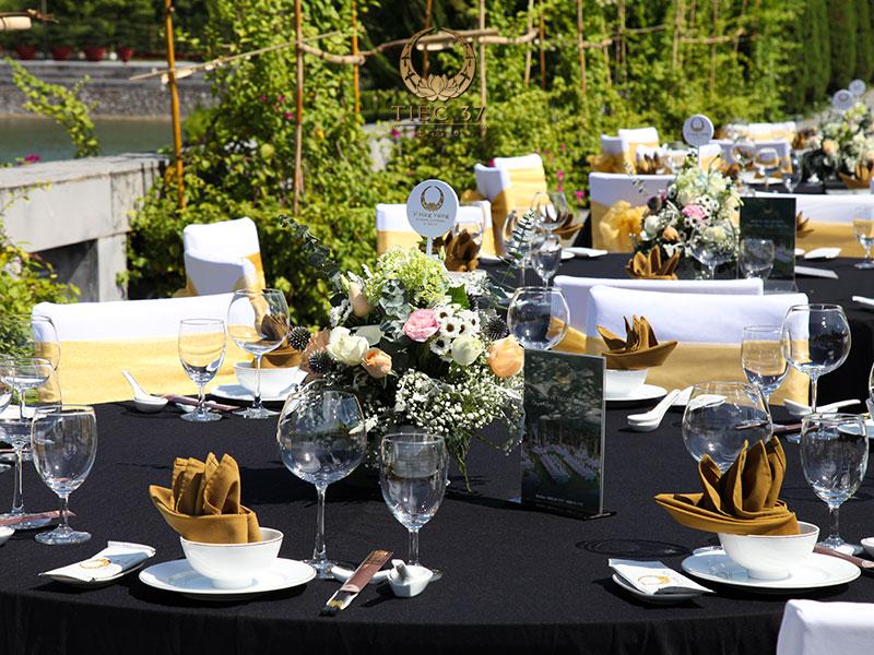 Không gian, địa điểm tổ chức tiệc phù hợp với số lượng khách mời tham gia