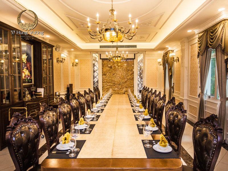 Phòng tiệc riêng cho tiệc cuối năm của Nhà hàng 37 Hùng Vương