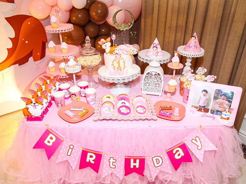 Tiệc sinh nhật cho bé nên tổ chức vào buổi chiều hoặc chiều tối, tránh giờ trưa hoặc tối muộn
