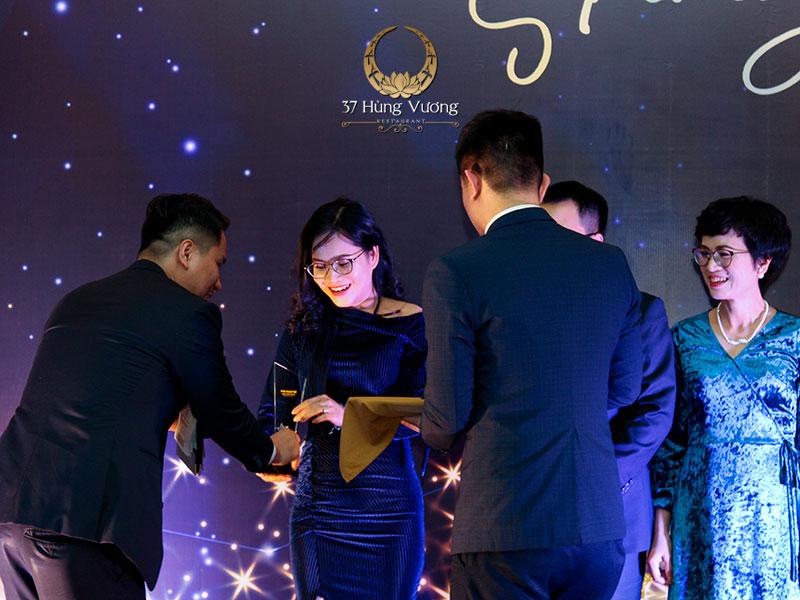 Bữa tiệc tất niên là lời cảm ơn, tri ân ban lãnh đạo cùng toàn thể thành viên vì sự cống hiến cho công ty