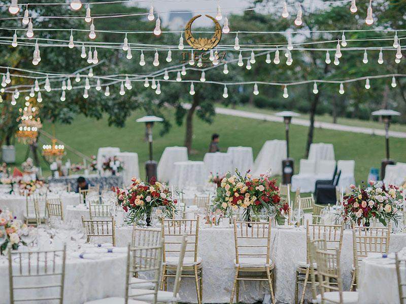 Gói trọn thiên nhiên trong tiệc cưới ngoài trời lãng mạn