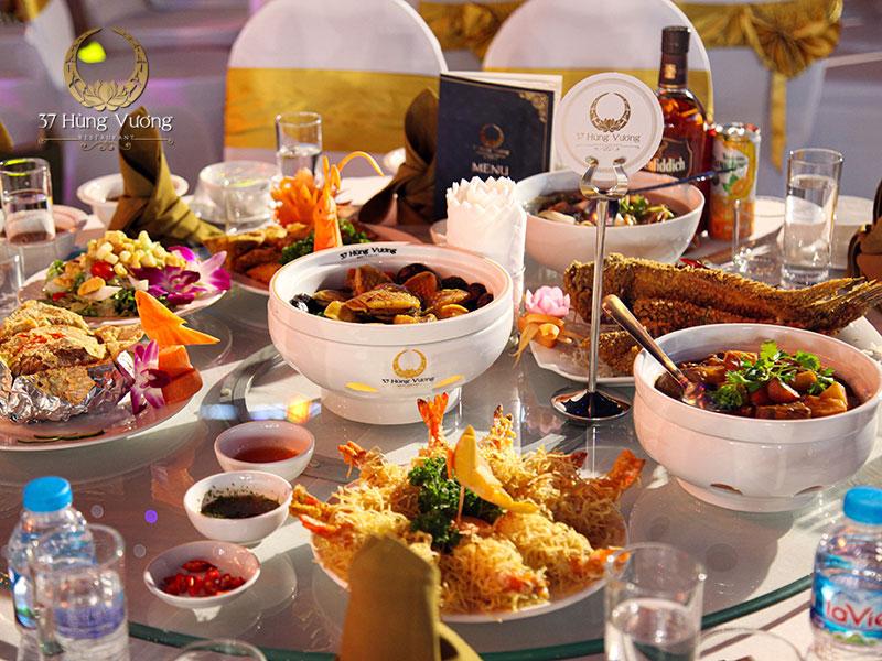 Món ăn chất lượng trong thực đơn tổ chức tiệc sinh nhật tại nhà hàng