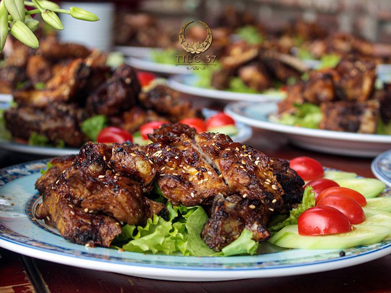 Thực đơn món ăn đa dạng, phong phú