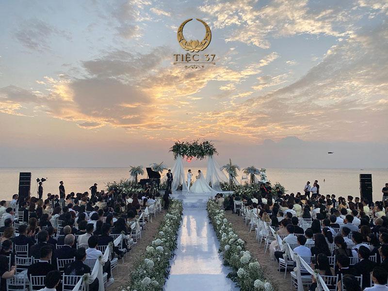 Tổ chức tiệc cưới ngoài trời cần cân đối về đối tượng khách mời