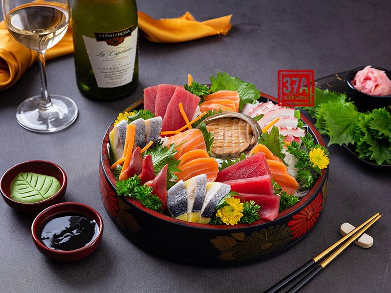 Set sashimi đặc biệt cho tiệc cuối năm