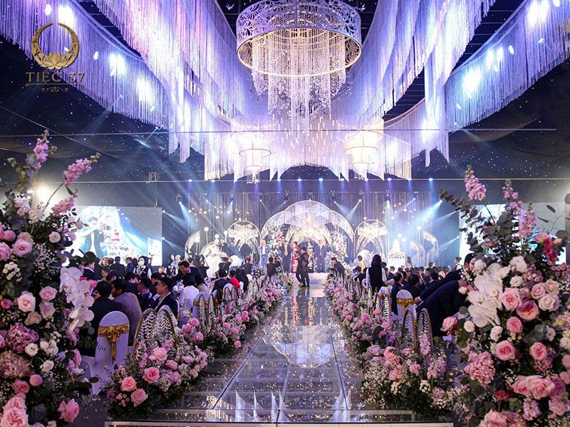 Tiệc cưới lưu động đẳng cấp với quy mô lớn
