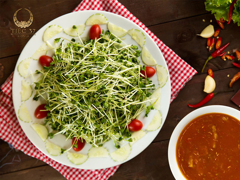 Salad rau mầm thịt hun khói
