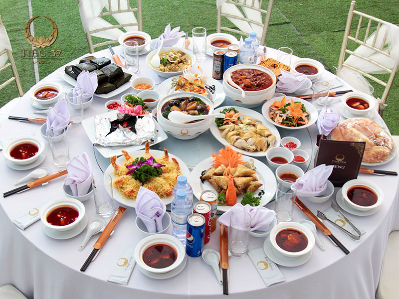 Những món ngon hảo hạng tạo nên bàn tiệc tròn vị