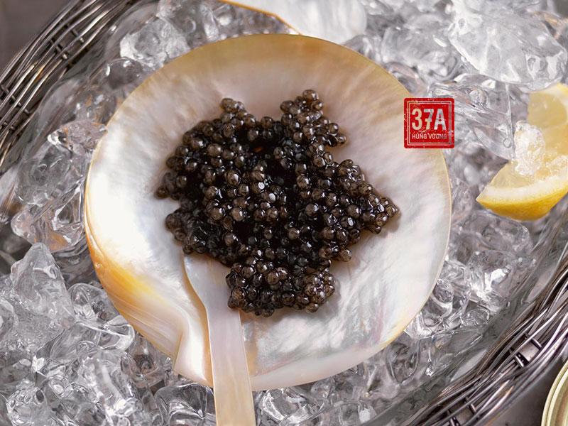"""Trứng cá tầm đen – """"Kim cương đen"""" của nền ẩm thực thế giới"""