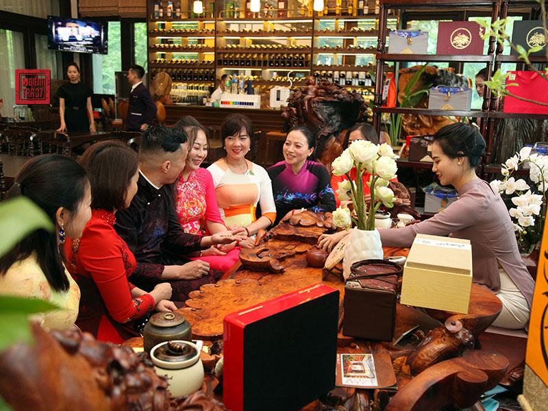 Khám phá tiệc trà Shan cổ phong cách cung đình độc đáo